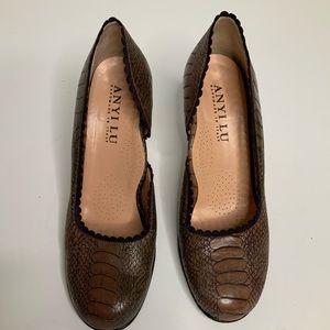 Anyi Lu Pumps Alligator Embossed Leather size 38/8